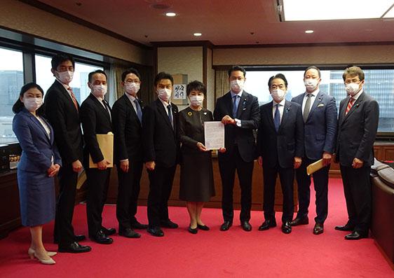 「経済インテリジェンスのあり方」について上川法務大臣に要望。
